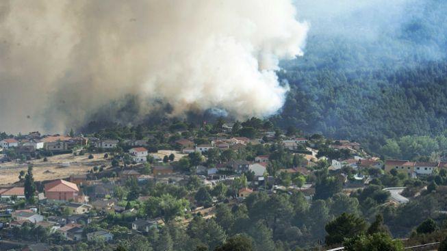 Španělsko v jednom ohni. Úřady evakuovaly již 2000 obyvatel