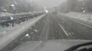 Počasí komplikuje silniční i železniční dopravu na severu Čech