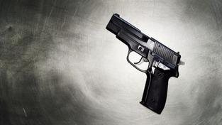 Policista zasahoval proti lupiči a omylem zastřelil studentku