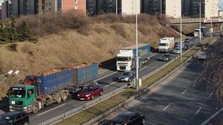Chodec nepřežil srážku s nákladním vozem na D1