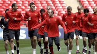 Manchester United deklasoval Wigan a dělí se o první místo s městským rivalem