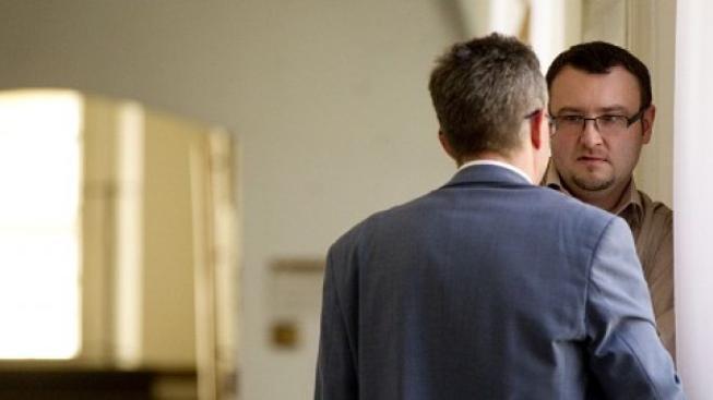 Vyšetřování s Knetigem bude pokračovat. Soud obnovil jeho stíhání za koruci