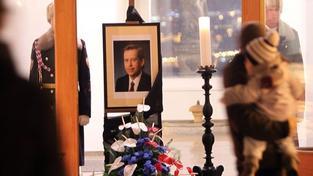 Rakev s Havlovými ostatky bude vystavena od 12:00 v Pražské křižovatce