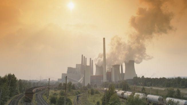 Europoslanci odsouhlasili omezení množství emisních povolenek