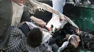 Při dvou náboženských útocích zahynulo 60 lidí. Prezident se vrací předčasně domů