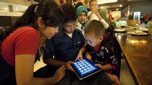 Nové technologie, nové nemoci: Seznamte se s smskovým krkem