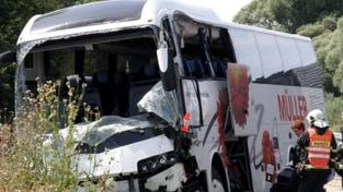 Opilý řidič havaroval s autobusem plným dětí, nadýchal tři promile!