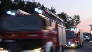 V pražských Vysočanech hoří sklad barev, zřítila se už část budovy