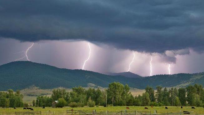 Meteorologové varují: K východu ČR postupují silné bouřky s krupobitím