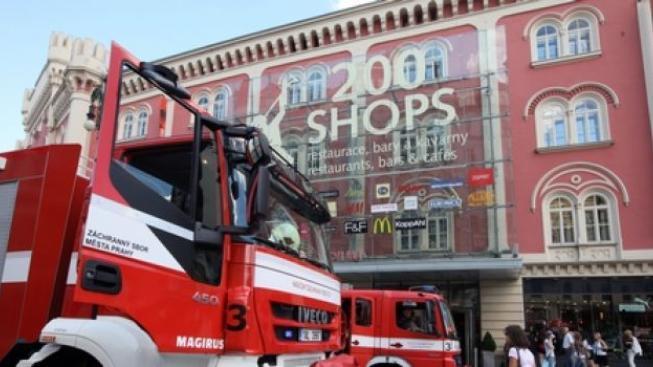 Anonym hrozil bombou v pražském Palladiu