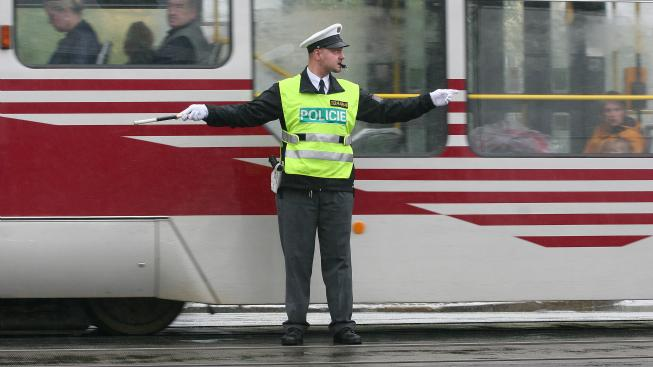 Srážka tramvaje a autobusu.
