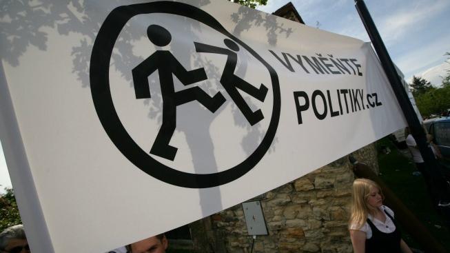 Vyměňte politiky