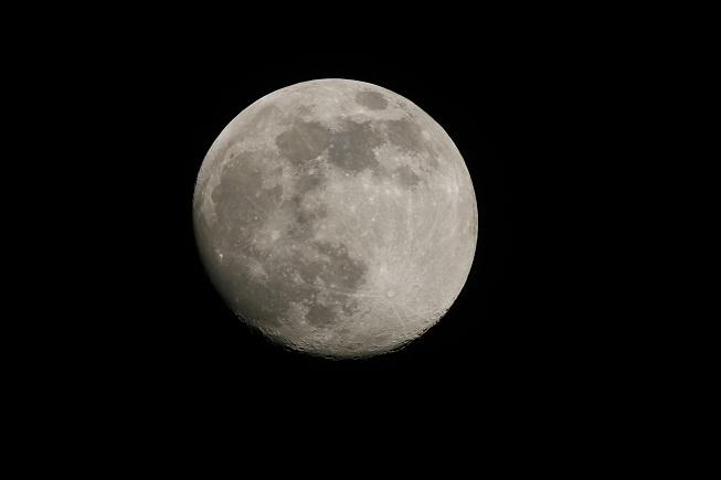 Cestujeme na měsíc. Nebo na Měsíc?