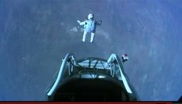 Šílený kaskadér skočil z vesmíru! Padal rychlostí přes 1300 km/h
