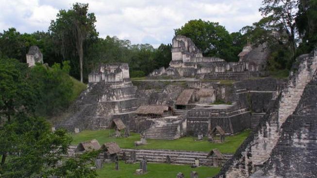 Mayské stavby v Guatemale (ilustrační fotografie)
