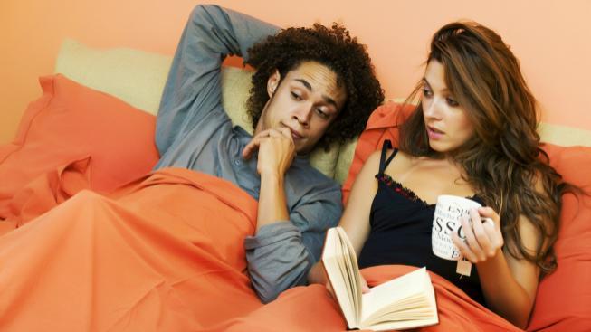 Milenecký pár v posteli