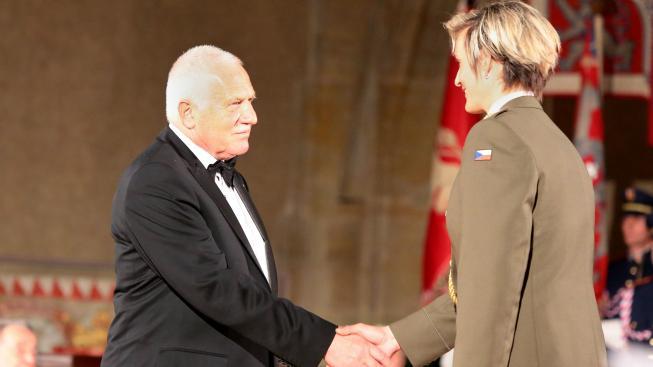 Klaus gratuluje k vyznamenání oštěpařce Špotáková