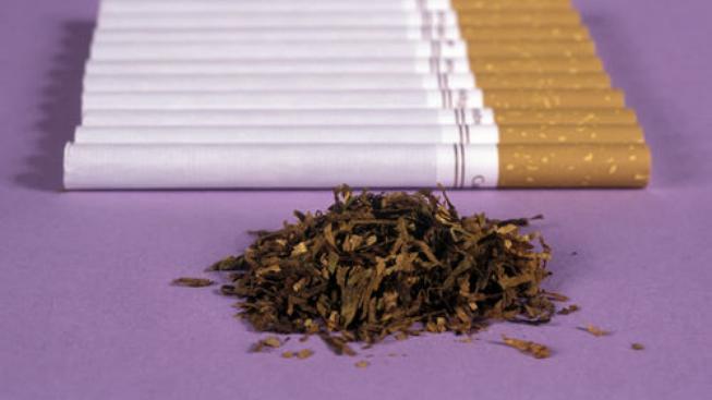 Cigarety a sypaný tabák