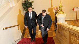 Premiér Petr Nečas (vlevo)