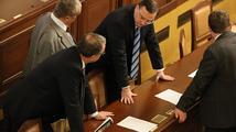 Nečas si mne ruce: Vláda ustála další hlasování o nedůvěře