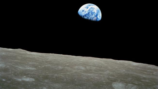 Pohled na Zemi z měsíce.