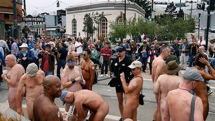 Nudisté v San Franciscu.