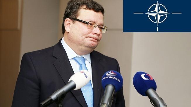Pomýšlí Vondra na NATO?