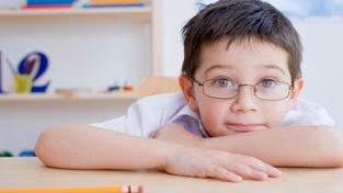 Chlapec v brýlích (ilustrační fotografie)