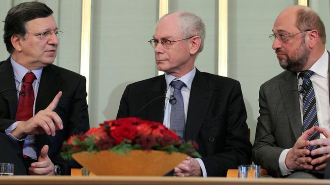Evropští lídři přebírají Nobelovu cenu.