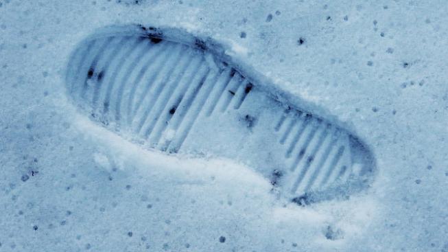 Stopa ve sněhu (ilustrační foto).