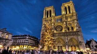 Vánoční Notre Dame v Paříži.