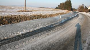 Led na silnici (ilustrační fotografie)
