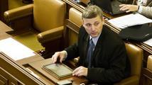 Vláda i opozice vyzývají Pekárka k okamžitému odchodu
