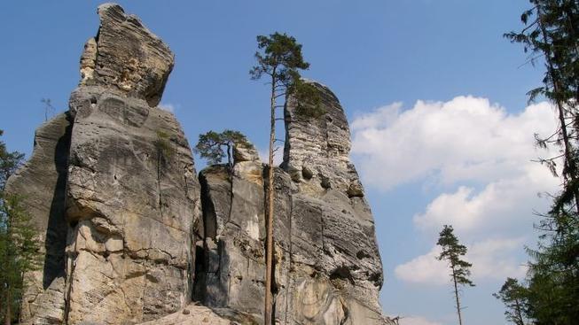Skalní věže na Děčínsku.