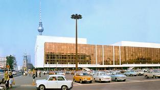 Palác republiky v roce 1977