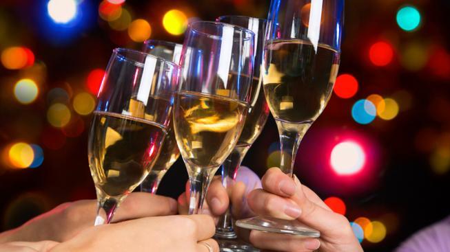 Alkohol na vánočním večírku (ilustrační foto)