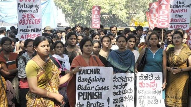 Znásilnění studentky v Indii