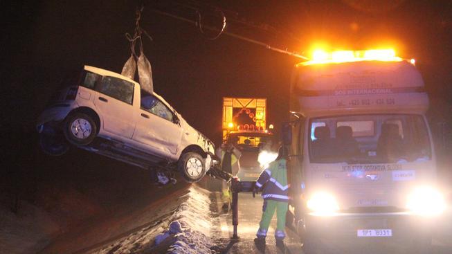 Autonehoda na dálnici D8.