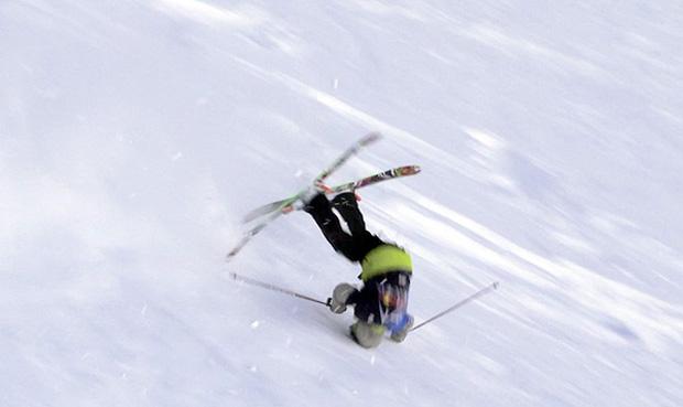 Horor na svahu! Mladý lyžař (9) přišel při závodech o nohu