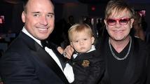 Elton John a jeho přítel se radují z narození druhého potomka