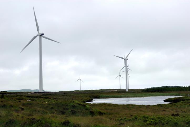Obří větrné elektrárny mají vyrůst v Irsku
