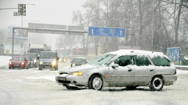 Sníh na silnici (ilustrační foto)
