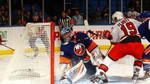 Tlustý čtyřmi body zařídil výhru Caroliny. Sehrál nejlepší zápas v NHL