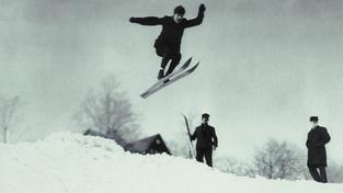 Historičtí lyžaři (ilustrační fotografie)