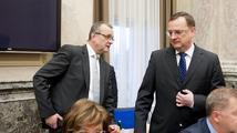 Nečas s Kalouskem mohou do voleb položit vládu, varuje odborník