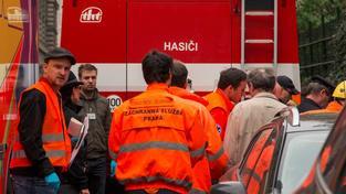 Hasiči v Brně zachraňovali lidi z hořícího domu. Nejméně 40 jich evakuovali