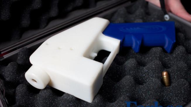 Plastová pistole z 3D tiskárny