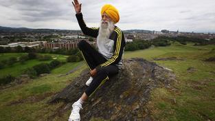 Ind Fuadža Singha uběhl ve 100 letech maraton, dnes je mu 102 a běhá dál