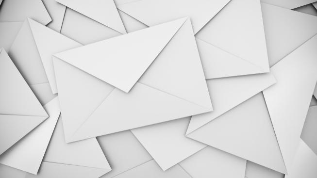 Americký pošťák nashromáždil u sebe doma 40 tisíc cizích dopisů