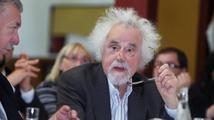 Zeman při smutečním projevu: Jméno Valtra Komárka by nemělo být politiky zneužíváno